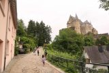 Vianden_Castle_056_06192018 - Julie and Tahia making their way closer to the Vianden Castle