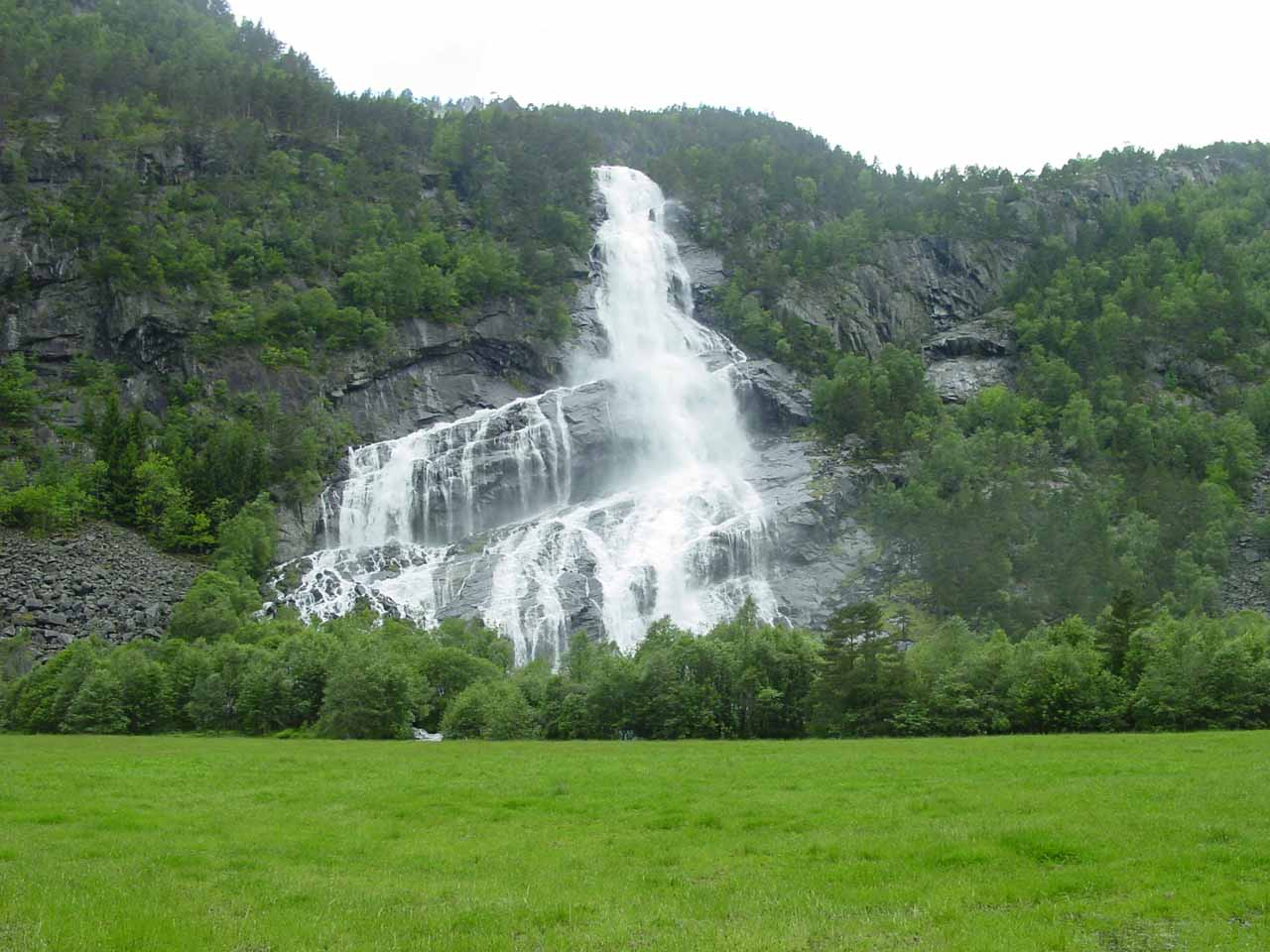 Just to the north of Låtefossen was Vidfoss, which was yet another of the beautiful waterfalls in Oddadalen
