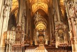 Vienna_237_07082018 - Looking towards the altar of the St Stephans Cathedral in Vienna