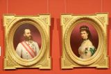 Vienna_402_07082018 - Checking out portraits of Franz Josef I and Sisi inside the Upper Belvedere of Vienna