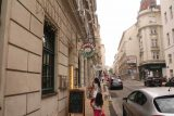 Vienna_477_07082018 - Julie and Tahia about to enter the Pizzeria Scaraboccio in Vienna