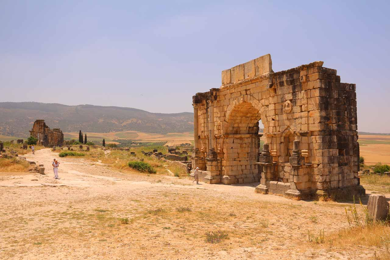 Contextual look back at the Triumphal Arch of Volubilis