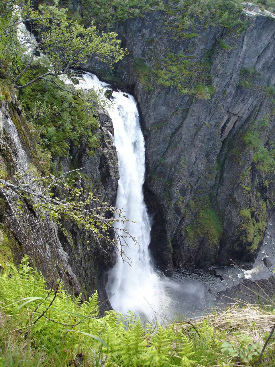 Looking right down at the main drop of Vøringsfossen