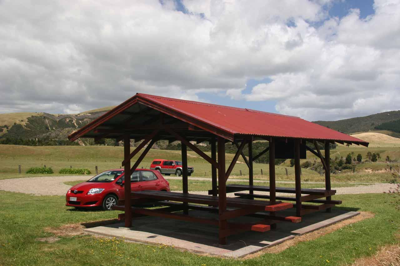 The sheltered picnic area at the Waihi Falls car park