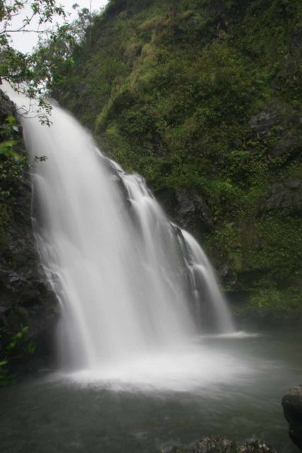 Waikani_Falls_015_02232007 - At the base of the Upper Waikani Falls where you can kind of make out the three bears