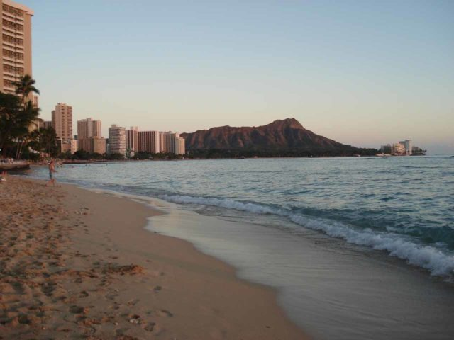Waikiki_025_jx_01212007 - In the other direction to the west and south was the busier urban jungle of Honolulu and Waikiki, though the main draw down here would be the Waikiki Beach shown here