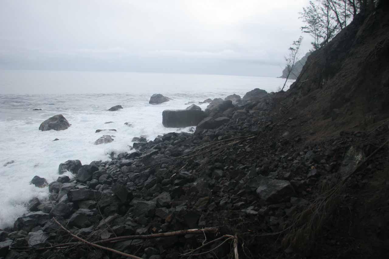 The awkward boulder scramble beyond Kaluahine Falls