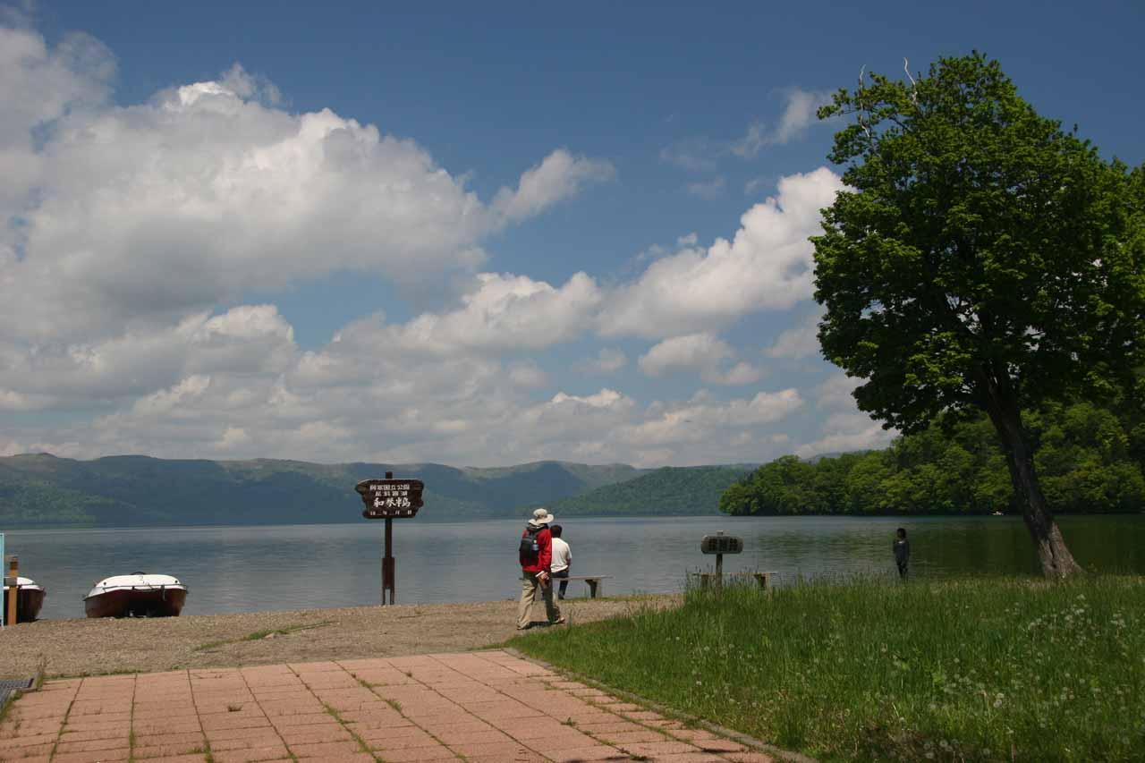 The lake near the scorching natural onsen at Wakoto-Hanto