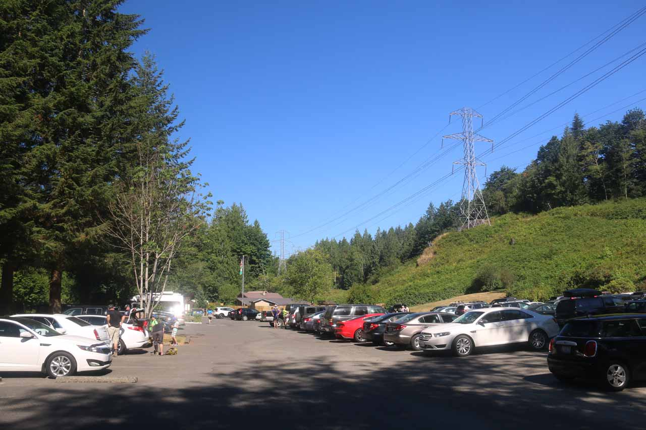 When I returned to the trailhead, the parking lot was full. So it was a good thing that I got an early start