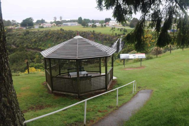 Waratah_Falls_17_015_12012017 - Context of the gazeebo and the Main Street Lookout during our December 2017 visit