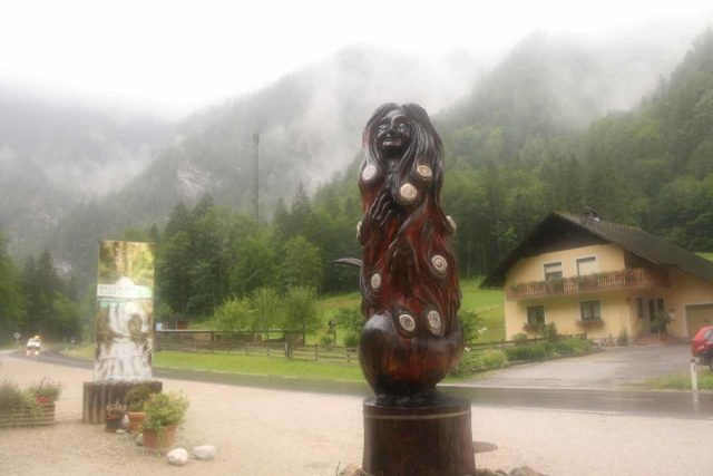 Wasserlochklamm_276_07062018 - Right by the entrance to the Wasserlochklamm and the car park, I noticed this carving