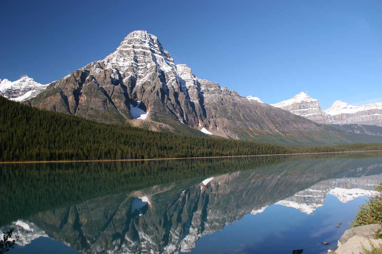 Between the junction between Icefields Parkway/Trans-Canada Highway and the Columbia Icefields area, we saw some scenic landmarks like the reflective Waterfowl Lake