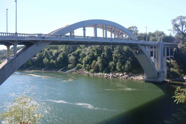 Willamette_Falls_004_07282017 - Looking towards the bridge over the Willamette River between West Linn and Oregon City