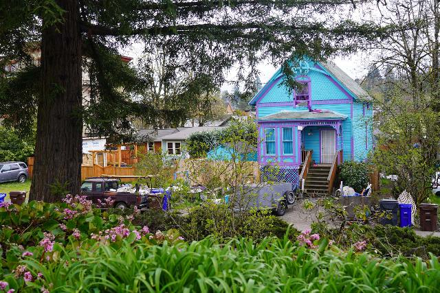 Willamette_Falls_Promenade_079_04072021 - This bright blue house was one of several charming historical-looking homes lining the McLoughlin Promenade in Oregon City
