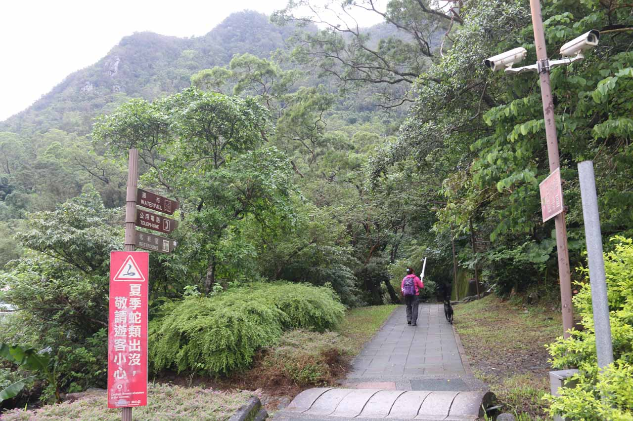Now the signs directed us to take this walkway up to the Wufengchi Trailhead