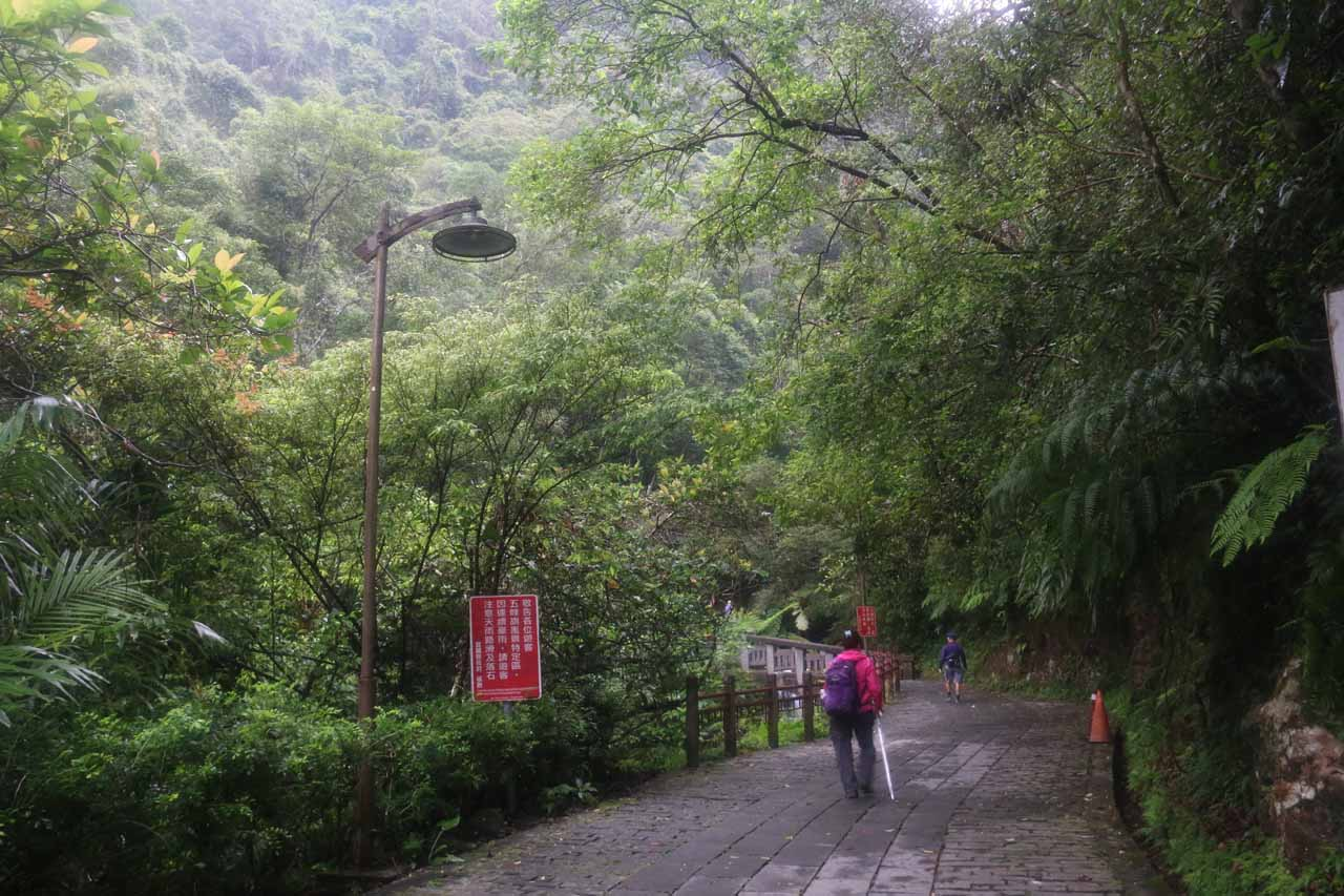 Now we were finally on the official Wufengchi Waterfall Trail