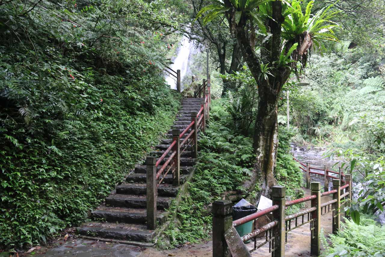 We started to see the second Wufengchi Waterfall at this trail junction