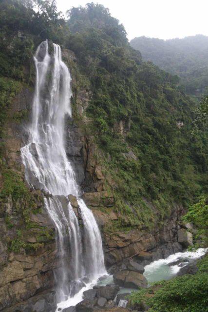 Wulai_Waterfall_028_11022016 - Looking across the full height of the main drop of the Wulai Waterfall from the Wulai Town