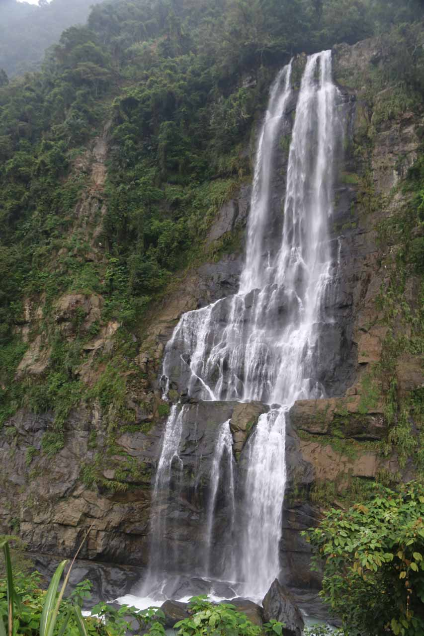 A differently angled view of the Wulai Waterfall from further towards the edge of the center of the Wulai Township