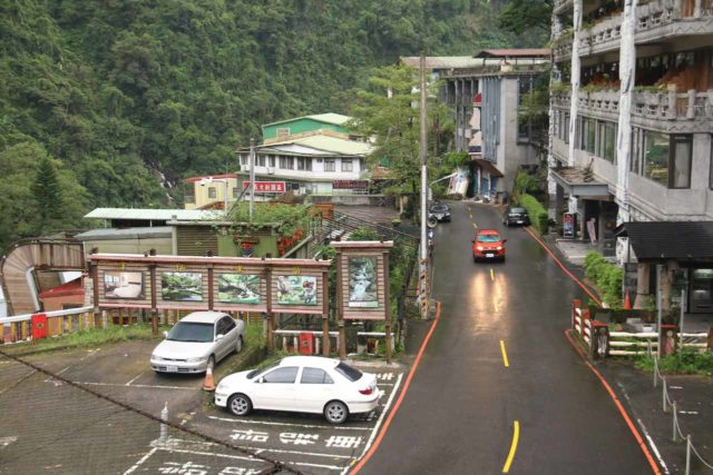 Wulai_Waterfall_079_11022016 - Context of the road in Wulai next to the parking spaces that we used to explore both the town and the Wulai Waterfall
