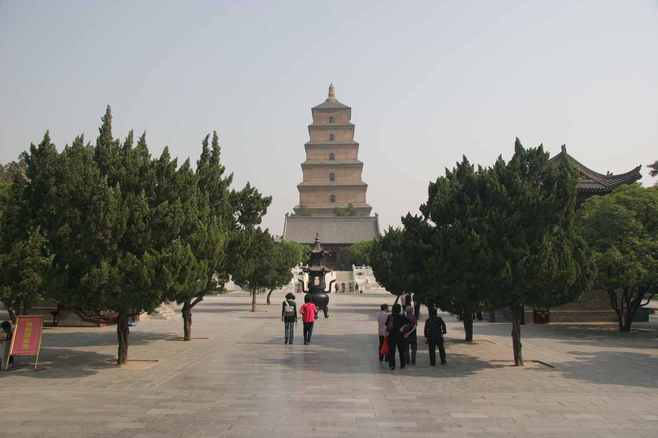The leaning tower of the Big Goose Pagoda was one of the attractions we saw in Xi'an (just to convince you that we had good reason to base ourselves in Xi'an even though it was a very long day trip to Hukou Waterfall and back)