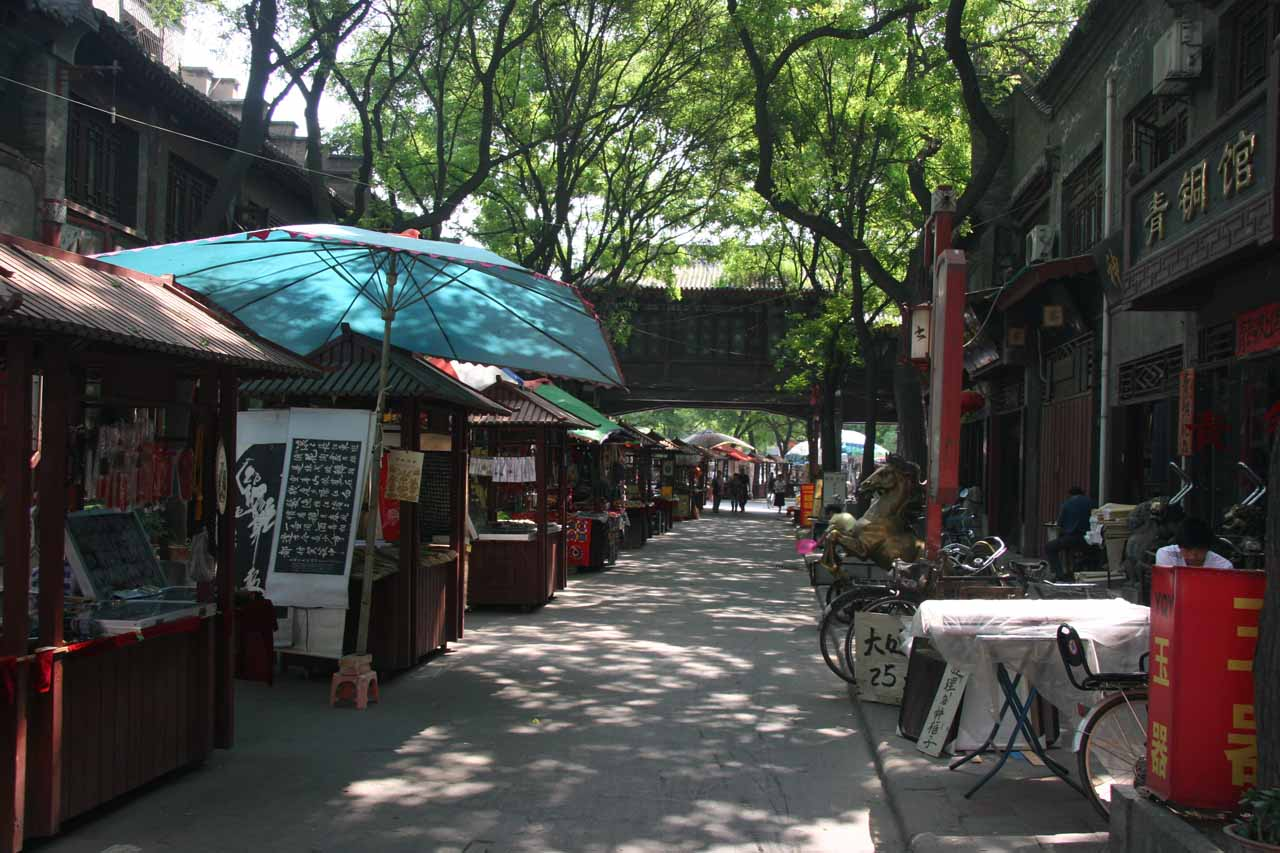 More street vendors and some shade in Xi'an