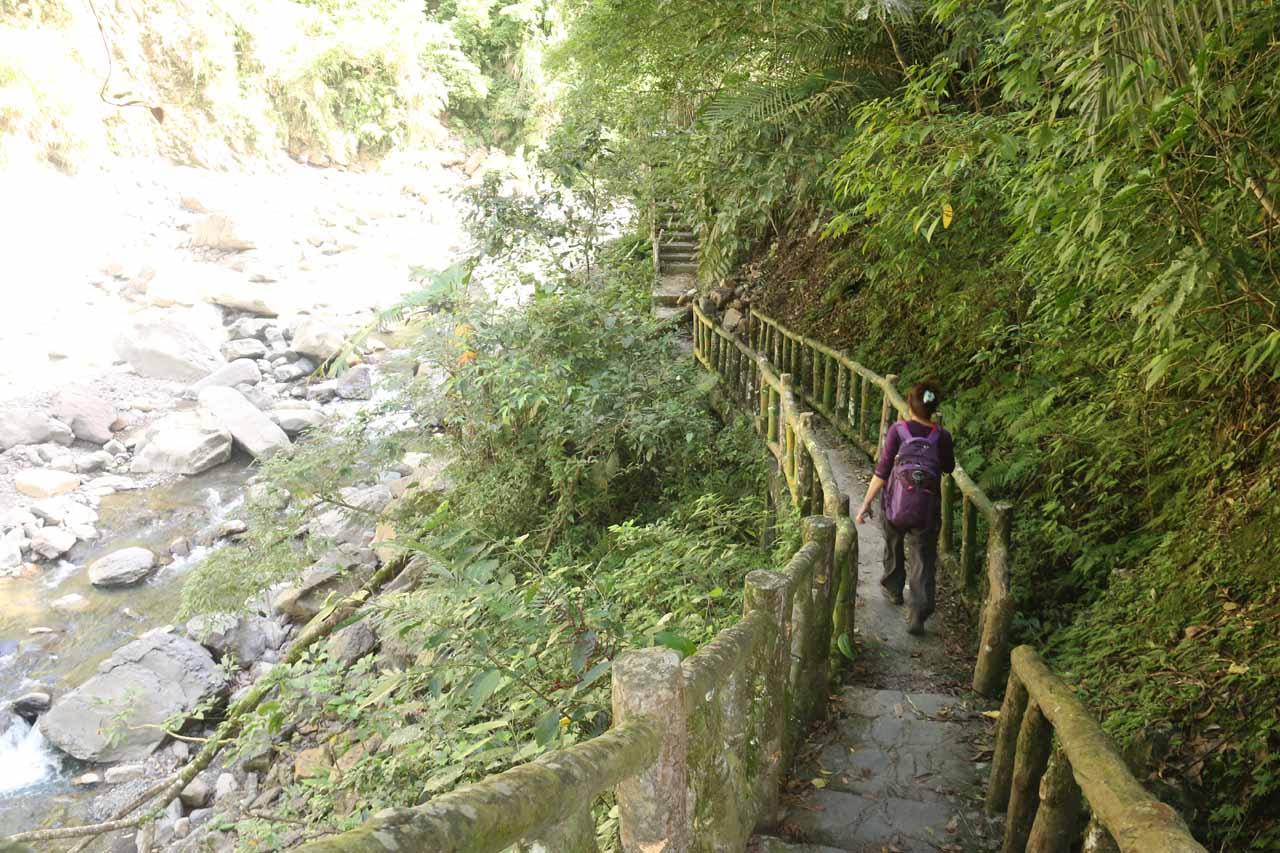 Walking on the trail alongside the Yunei Stream as we got closer to the Xiao Wulai Waterfall