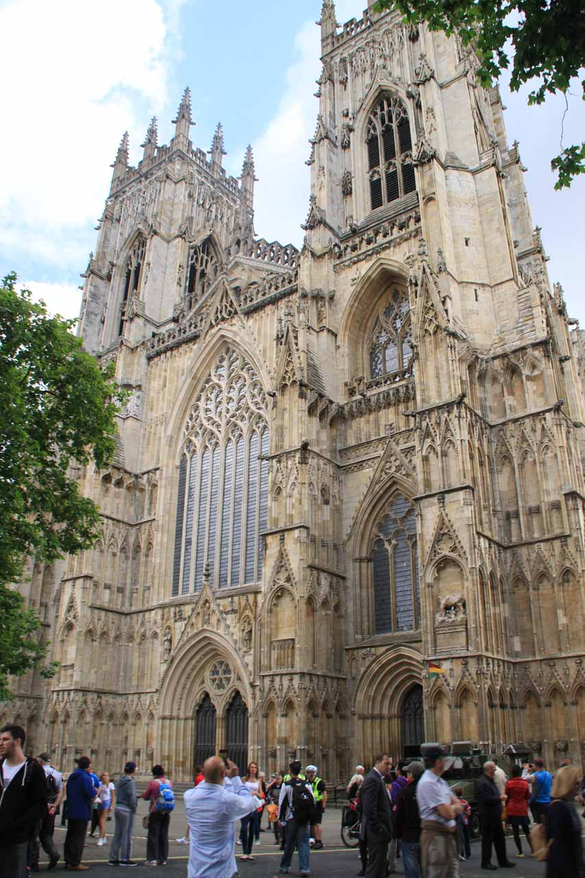Crowd before the York Minster