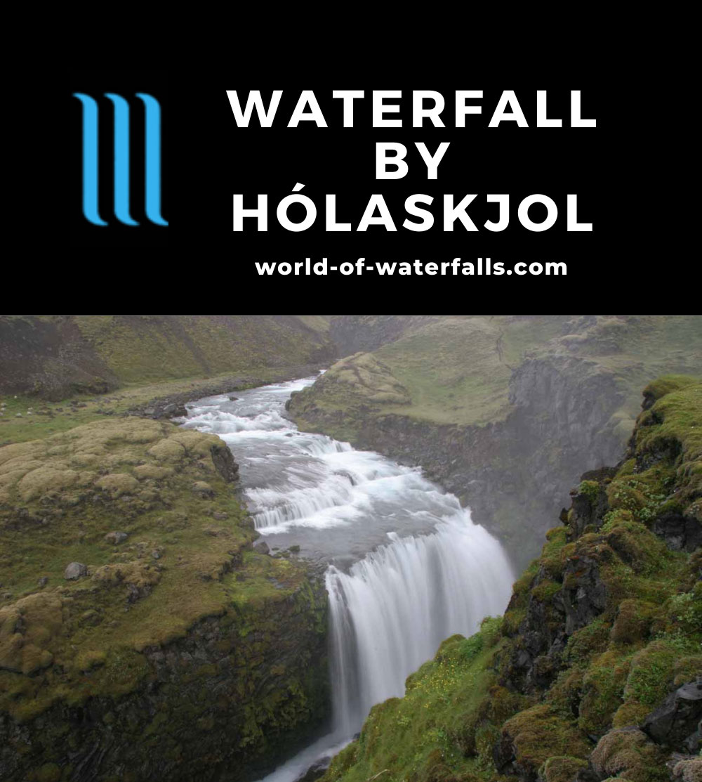 Holaskjol_023_07052007 - Looking into the Waterfall by Hólaskjol