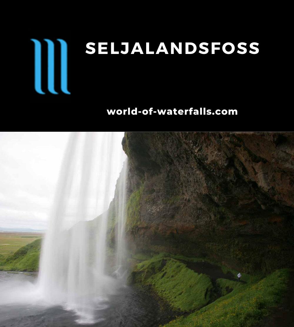 Seljalandsfoss_029_07052007 - Looking out from behind Seljalandsfoss